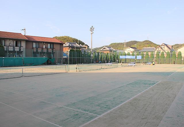 ノアジュニアテニスアカデミー姫路校の屋外人工芝テニスコート