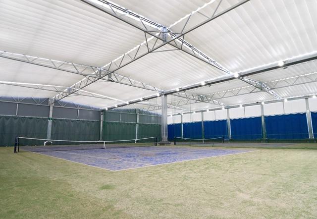 ノアジュニアテニスアカデミー茨木校の屋上人工芝テニスコート