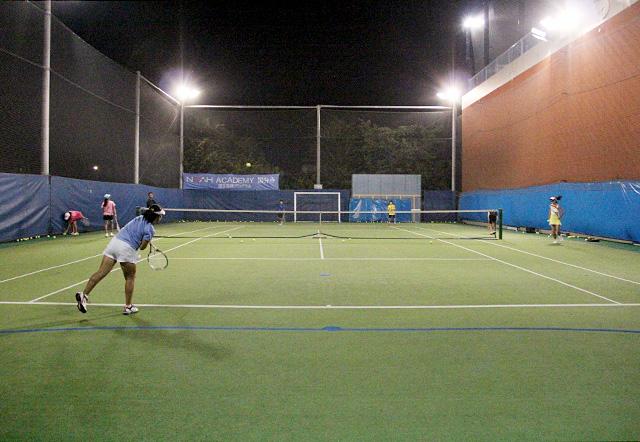 ノア・ジュニアテニスアカデミー国分寺校の屋外テニスコート
