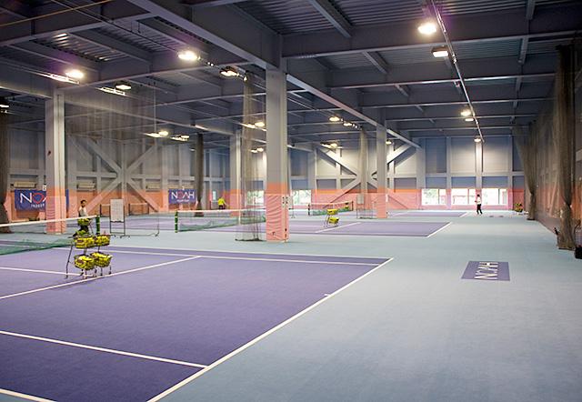 ノア・ジュニアテニスアカデミー国分寺校のインドアテニスコート